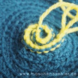 Häkelanleitung Spiralmütze Charybdis - Die ersten Maschen der Spirale sind gehäkelt