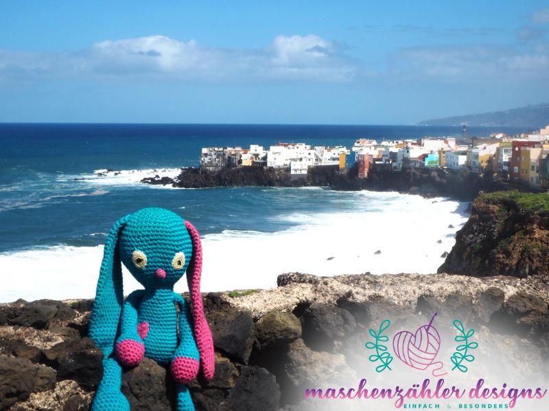Häkelhase Sammy in Puerto de la Cruz - Teneriffa.