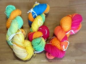 Wolle färben: Fertige Stränge